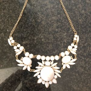 White and gold statement necklace 18in